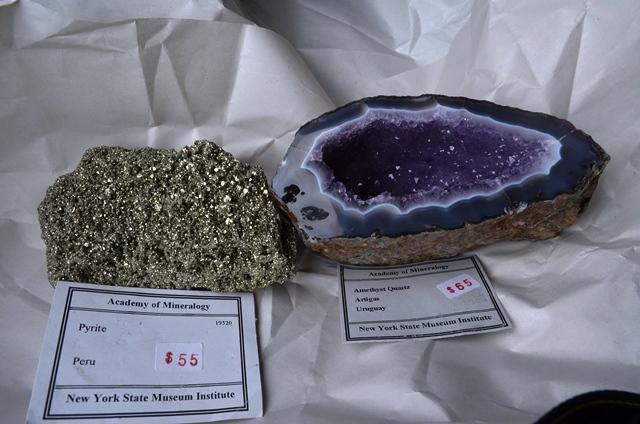 13 Amethyst Quartz သလင္းတံုးကို ေဒၚလွ ၆၅ ႏွင္႕ Pyrite သတၱဳတံုးကို ေဒၚလွ ၅၅ ။
