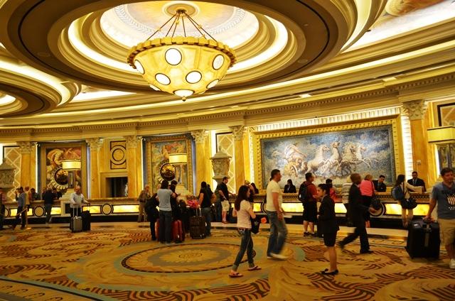 14 ဒါကေတာ႕ Caesars Palace Hotel ရဲ႕ Reception / Concierge ေပါ႕ဗ်ာ ။