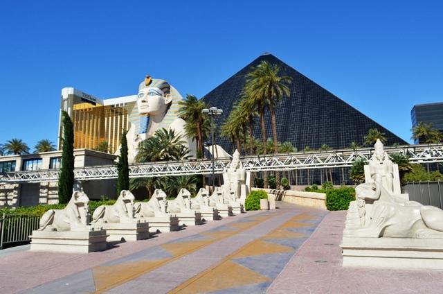 14b Pyramid ႏွင္႕ Sphinx ႏွင္႕ Luxor Hotel