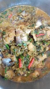 ငင္ကခ်ားက ငါးကိုဆားနယ္ တစ္ညသိပ္ ႀကက္သြန္ျဖဴနီ ဂ်င္းဆီသပ္ ငါးပိနဲနဲ နႏြင္း အေရာင္တင္မႈန္႕ ထည့္ျပီး အႏွစ္ ခ်က္ဆီျပန္ရင္ငါးထည္႔ ငါးက်က္ခါနီး ကင္မြန္းခ်ဥ္ေတာက္ေတာက္စင္းျပီးထည့္ နံနံပင္ ဖက္ဖယ္ ပင္စိမ္း ရွမ္းနံနံ ငရုပ္သီးစိမ္း ေရာသမေမႊ ထည့္ စိုစိုေလးစားခ်င္ရင္ အရည္ေလးခ်န္ ေျခာက္ေျခာက္ေလးစားခ်င္ရင္ ေရခမ္းထိခ်က္ အျမန္ဆံုးဟင္းခနဆိုက်က္ပီ