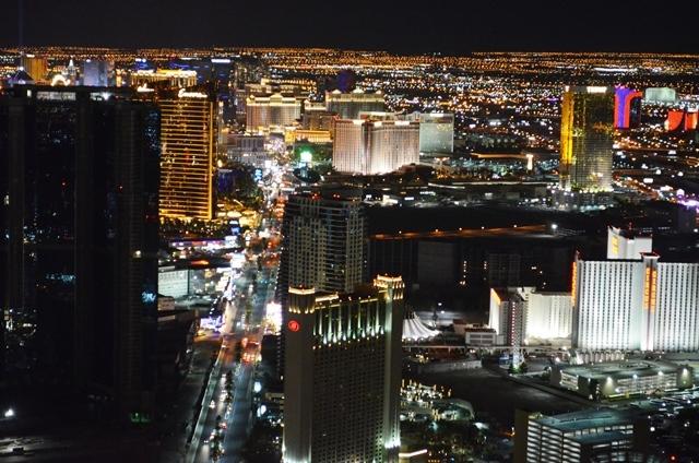 17. Las Vegas ၿမိဳ႕ႀကီးရဲ႕ ညျမင္ကြင္း 1 ။