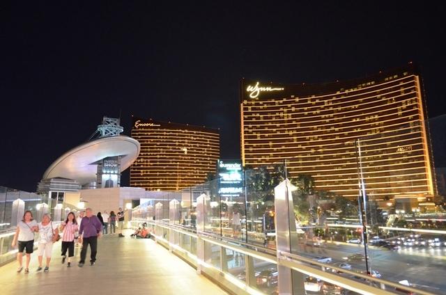 17. Las Vegas Strip ရဲ႕ နာမည္ေက်ာ္ Night View 5 ။