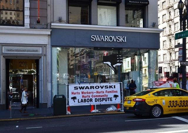 20. Swarovski ဆိုင္ ေ႐ွ႕မွာ အလုပ္သမား ျပသာနာ ဗီႏိုင္းႀကီးက ျပဴးလို႕ ။