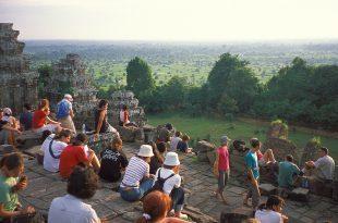 phnom_bakheng_sunset_people