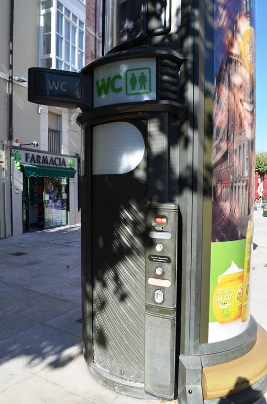စပိန္က Public Toilet တစ္လံုး ။