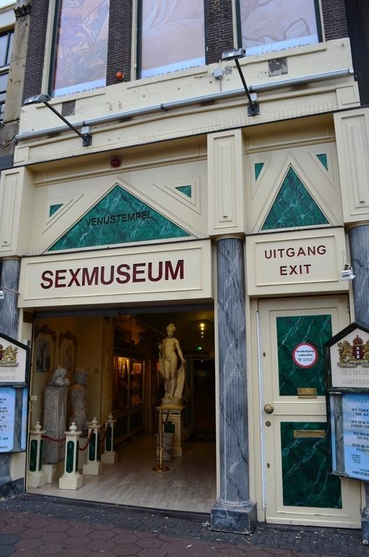 နဲနဲ ယဥ္တဲ႕ Sex Museum ။