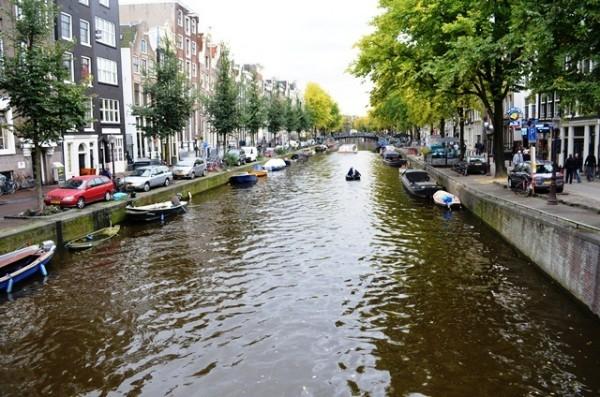 Amsterdam ရဲ႕ နာမည္ေက်ာ္ Canal တူးေျမာင္း တစ္ေလ်ွာက္ ျမင္ကြင္းေတြ - 1