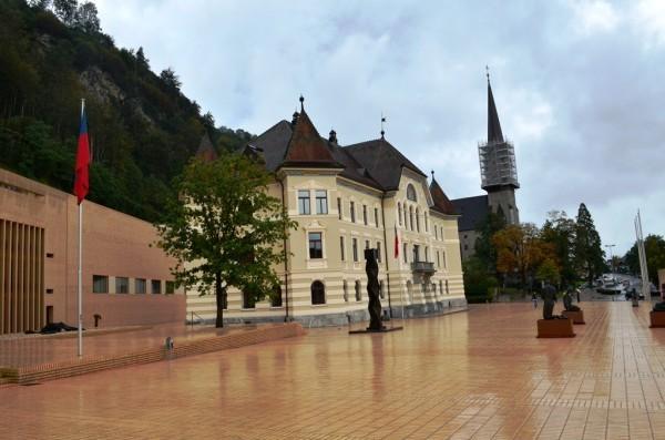 Liechtenstein ၿမိဳ႕လည္ ႐ႈခင္း ။