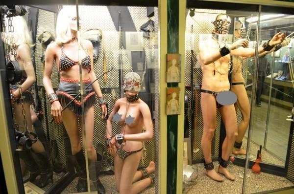 Sex Museum ထဲက နဲနဲ ယဥ္တဲ႕ပံုေလးေတြ - 1